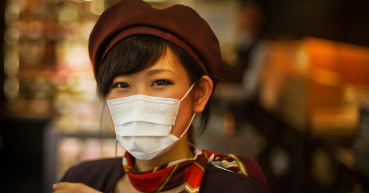 Come truccarsi con la mascherina: vantaggi, svantaggi e consigli make-up