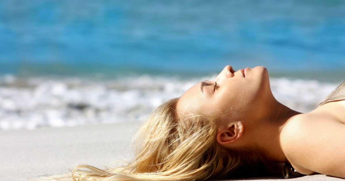 Viso abbronzato: cinque consigli utili sul make-up da utilizzare al ritorno dalle vacanze